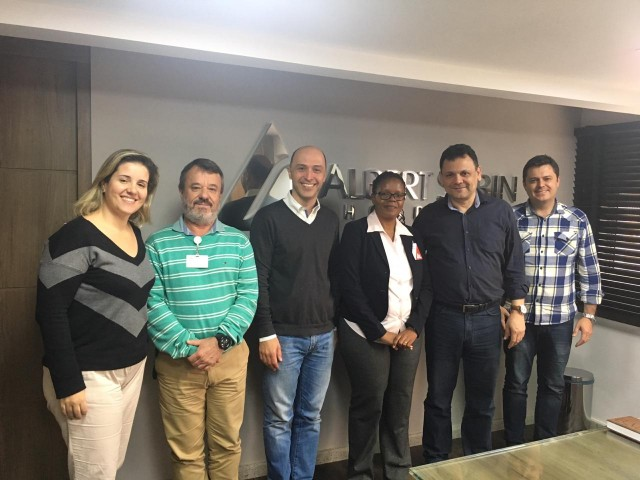 Médica e professora da África visita hospital Albert Sabin